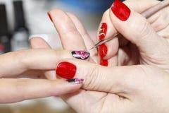 Manicureproces, gelspijker, close-up, Stock Afbeelding
