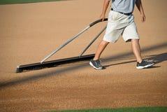 Manicuring das Baseball-Feld Lizenzfreie Stockfotografie