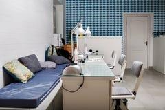 Manicurzysty miejsce pracy w piękno salonie Zdjęcia Stock