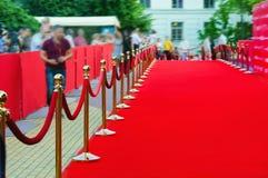 Manier aan succes op het rode tapijt (Barrièrekabel) Stock Afbeeldingen