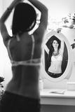 Manier shirtless vrouw royalty-vrije stock foto