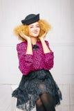 Manier uitstekende vrouw in een hoed Royalty-vrije Stock Afbeeldingen