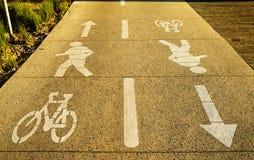 Manier voor voetgangers en fietsen, straatmilieu Stock Afbeelding