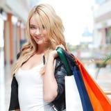 Manier winkelende vrouw Stock Afbeeldingen