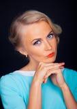 Manierfoto van schoonheidsvrouw in een Fotocabine Stock Foto