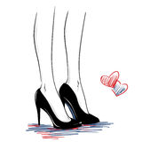 Manierillustratie met vrouwenbenen die hoge hielenschoenen dragen Stock Foto's