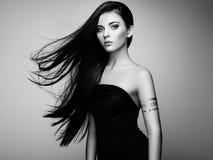 Manierportret van elegante vrouw met prachtig haar royalty-vrije stock foto