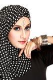 Manierportret van jonge mooie moslimvrouw met zwart litteken Royalty-vrije Stock Fotografie