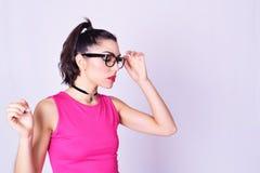 Manierportret van jonge vrouw met stedelijke stijl Royalty-vrije Stock Afbeeldingen