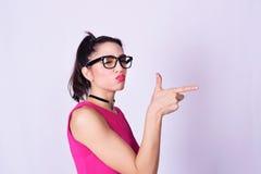 Manierportret van jonge vrouw met stedelijke stijl Stock Fotografie