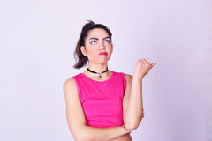 Manierportret van jonge vrouw met stedelijke stijl Royalty-vrije Stock Foto's