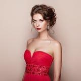 Manierportret van mooie vrouw in elegante kleding stock afbeeldingen