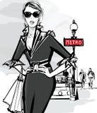 Maniervrouw het model winkelen in Parijs Stock Afbeelding