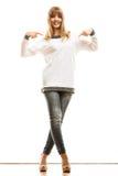 Maniervrouw in lege witte t-shirt Stock Foto's