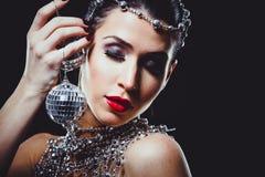 Maniervrouw met perfecte huid die dramatische make-up dragen royalty-vrije stock foto's