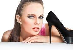 Maniervrouw met zwarte schoen stock afbeelding