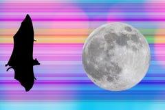 Maniez la batte les silhouettes avec la pleine lune sur le fond de technologie numérique Photographie stock libre de droits