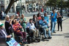 Manifest för oberoende liv marschen av rörelsehindrat folk som begär överensstämmelse med rätter royaltyfri bild