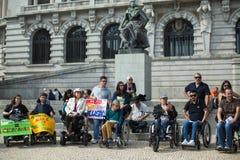Manifest Marcha-pela Vida Independente der Marsch von den Behindertern, die Befolgung der Rechte verlangen stockfotos