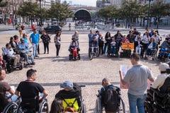 Manifest Marcha-pela Vida Independente der Marsch von den Behindertern, die Befolgung der Rechte verlangen lizenzfreies stockfoto