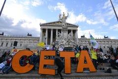 Manifestação em massa contra CETA e TTIP em Viena Foto de Stock