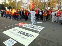 Manifestação na frente de BASF, França. Imagens de Stock