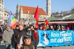 Manifestación Anti-OTAN contra la política agresiva los E.E.U.U. en Europa Fotografía de archivo libre de regalías