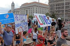 Manifestación de los E.E.U.U. contra el sombrero y el racismo imagen de archivo libre de regalías