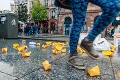 Manifestación de protesta de protesta de la manifestación de la gente contra la inmigración polic Imágenes de archivo libres de regalías