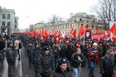 Manifestación masiva de la izquierda rusa el 7 de noviembre fotografía de archivo libre de regalías