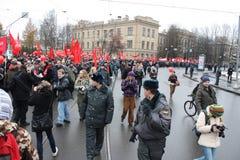 Manifestación masiva de la izquierda rusa el 7 de noviembre fotos de archivo libres de regalías