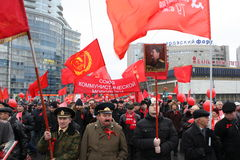 Manifestación masiva de la izquierda rusa el 7 de noviembre imagen de archivo libre de regalías