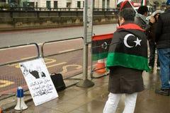 Manifestante Anti-Gaddaffi, Londres imágenes de archivo libres de regalías
