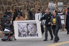 Manifestantes antis marzo del triunfo en DC imagen de archivo