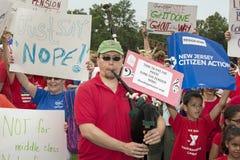 Manifestantes contra Christie como él declara para la presidencia Foto de archivo libre de regalías