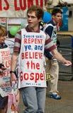 Manifestantes cristianos en el carnaval de Notting Hill Imagen de archivo libre de regalías