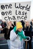Manifestantes de la rebelión de la extinción en el puente de Westminster, Londres imagen de archivo