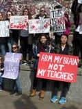 Manifestantes de las mujeres en la reunión Imágenes de archivo libres de regalías