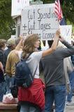 Manifestantes del Anti-Impuesto que llevan a cabo las muestras, Denver Imágenes de archivo libres de regalías