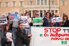 Manifestantes durante el día del mundo de acción contra TTIP CETA TISA Foto de archivo