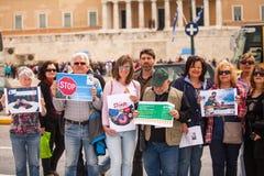 Manifestantes durante el día del mundo de acción contra TTIP CETA TISA, (sociedad transatlántica del comercio y de la inversión)  Fotografía de archivo