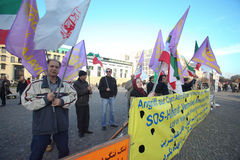 Manifestantes en Berlín Fotos de archivo libres de regalías