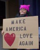 Manifestantes fuera de la inauguración 2017 del ` s de Donald Trump imagen de archivo
