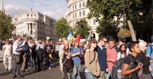 Manifestantes marzo contra Visit Londres del papa Imágenes de archivo libres de regalías