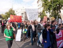 Manifestantes marzo contra Visit Londres del papa Foto de archivo libre de regalías