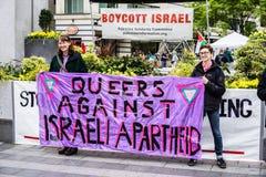 Manifestantes que apoyan Palestina imagen de archivo