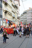 Manifestantes que bloquean el centro de ciudad Imágenes de archivo libres de regalías