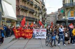 Manifestantes que bloquean el centro de ciudad Imagen de archivo