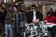 Manifestantes que protestan contra el gobierno en Milán, Italia Fotografía de archivo libre de regalías
