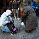 Manifestantes que protestan contra el gobierno en Milán, Italia Foto de archivo libre de regalías